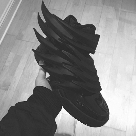 jeremy-scott-adidas-inspiree-de-batman-dark-knight-